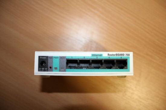 Mikrotik RB750 задняя панель