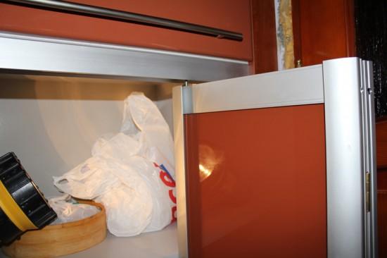 Регулировка дверей-книжки в шкафу