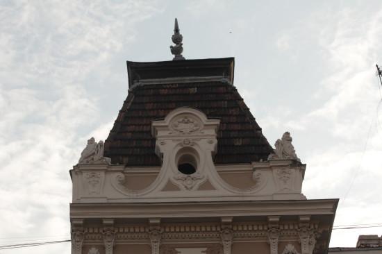 Элемент крыши в венгерском стиле на улице Академической во Львове