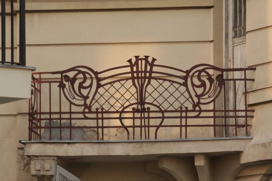 Балкон на готеле по улице Академической во Львове