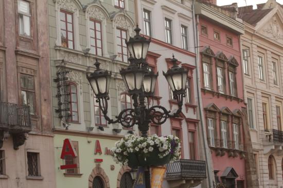 Фонарь на площади рынок во Львове