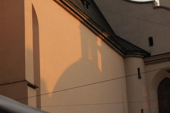 Отражение купола катедры на здании во Львове