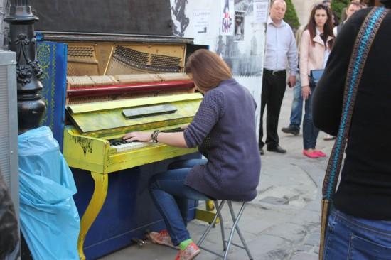 Пианино на площади Рынок во Львове