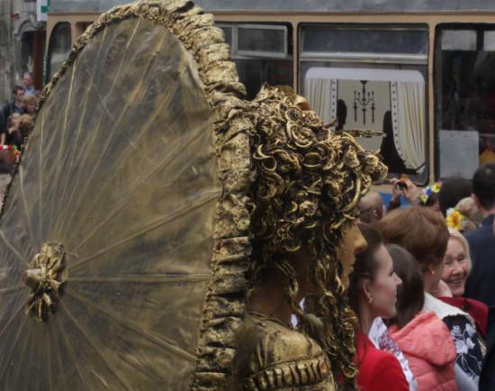 Живая статуя на пл. рынок во Львове