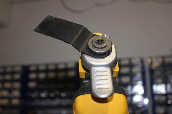 dewalt dwe315 - шлиф-насадка - установка инструмента боком